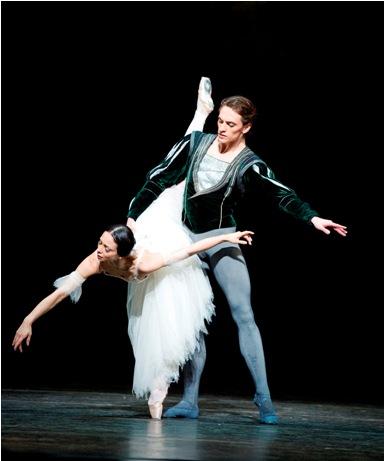 Sergei Polunin and Roberta Marquez in Giselle, photo by Tristram Kenton